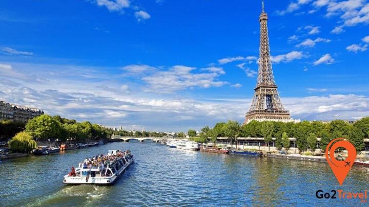 Mùa thu và mùa xuân là khoảng thời gian tuyệt vời nhất để du khách đến thăm miền trung và miền đông của nước Pháp