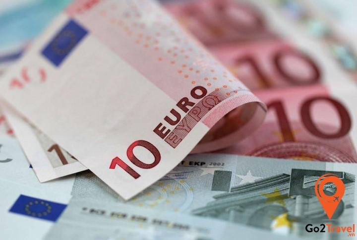 Bạn nên đổi tiền sang Euro trước khi đi Pháp