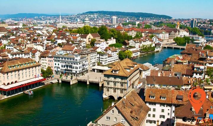 """Đây cũng là nơi tổ chức Street Parade – bữa tiệc đường phố """"thịnh soạn"""" hàng năm lớn nhất ở châu Âu."""