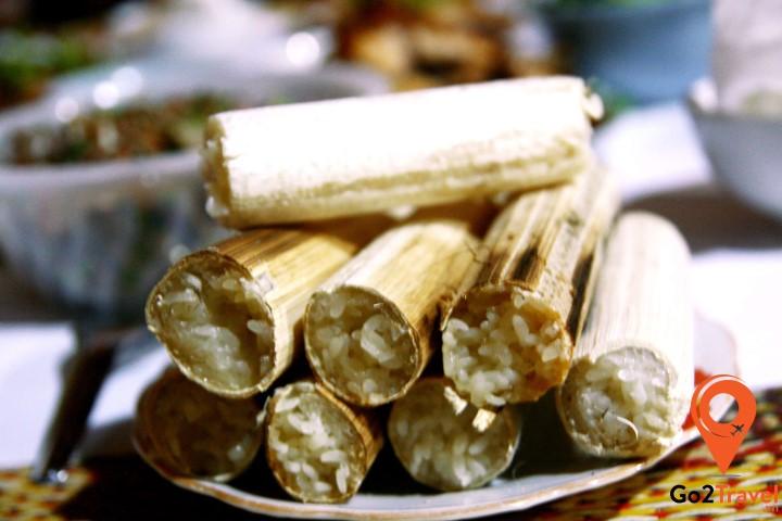 Cơm lam là một loại xôi nếp được nướng trong các ống tre,được gọi là ống lam