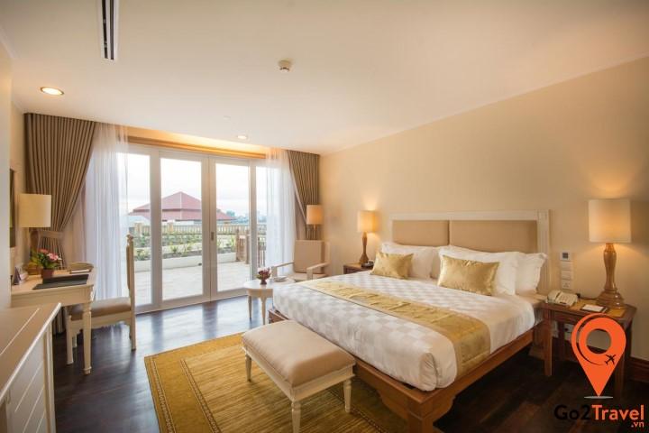 Tuỳ theo điều kiện mà bạn có thể lựa chọn khách sạn hay nhà nghỉ