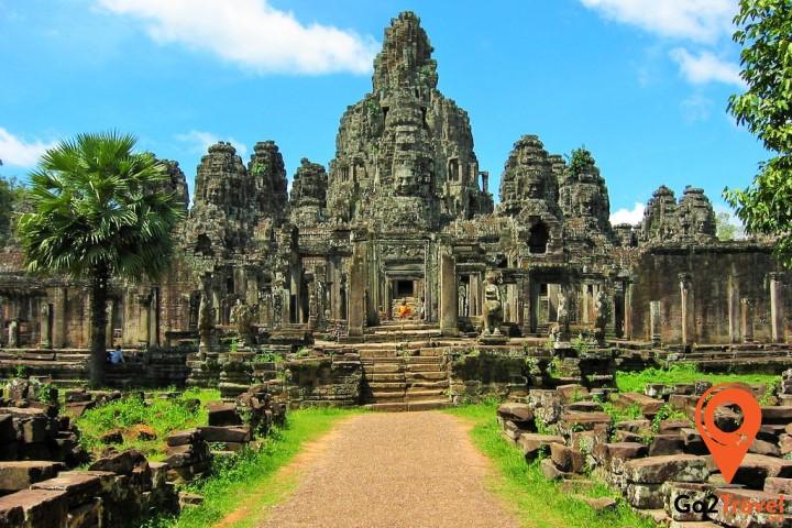 Angkor Wat được xây dựng bằng vô vàn phiến đá xanh