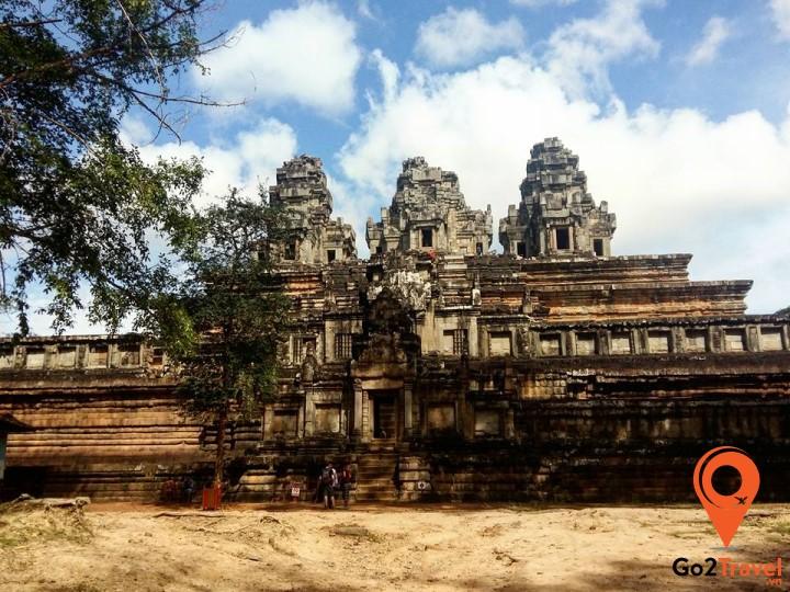 Đây cũng là điểm đón bình minh đẹp nhất Angkor