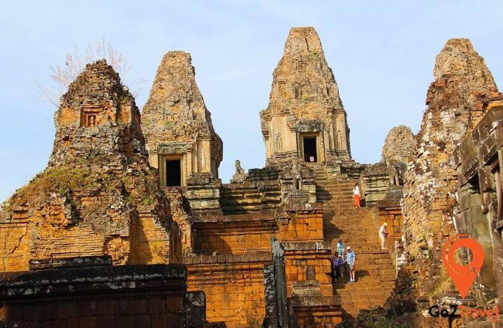 Những chi tiết chạm khắc phức tạp trên ngôi đền đã bị xói mòn