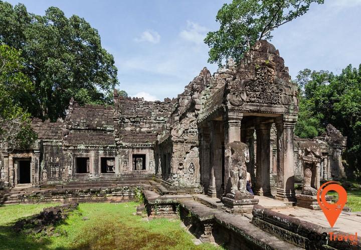 Ngôi đền tuyệt đẹp này còn chứa đựng rất nhiều các tuyệt tác vô giá phủ rêu phong qua năm tháng