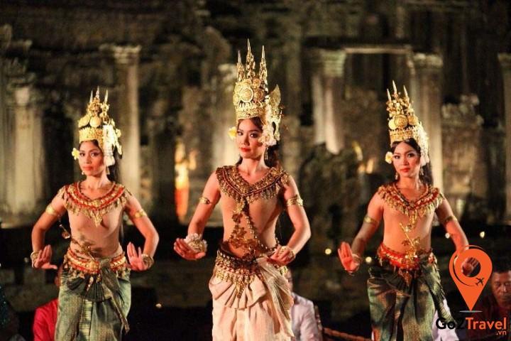 Vũ điệu thần tiên Apsara được biểu diễn trong hoàng cung, các ngày lễ ca ngợi công đức của các vị thần và hoàng gia