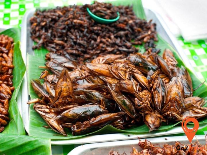 Người Campuchia rất thích ăn côn trùng