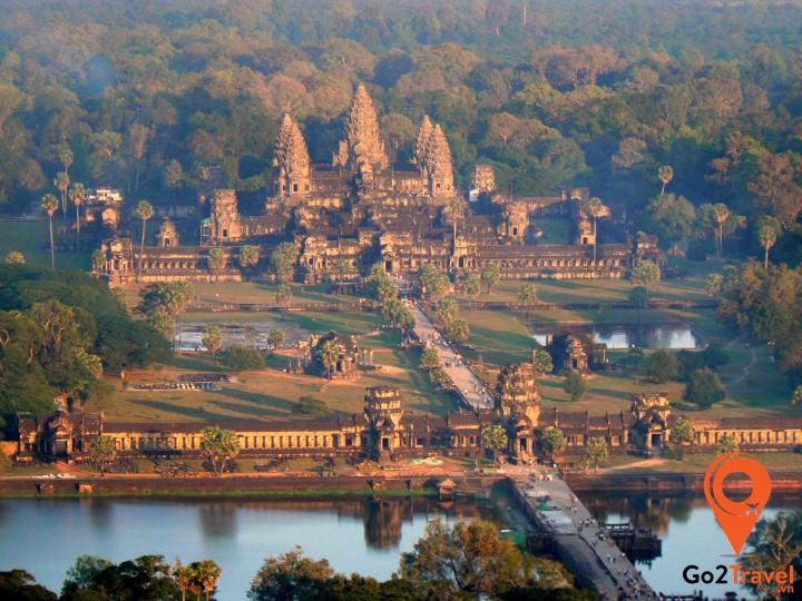 Điều đầu tiên mà bạn cần phải làm khi du lịch Siem Reap là một chuyến viếng thăm đến Angkor Wat