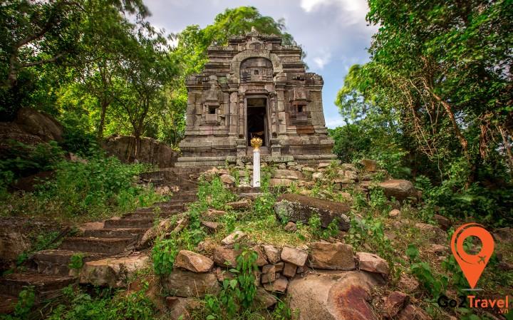 Đền Phnom Da nằm ở làng Prek Ta Phor, xã Kork Thalork, huyện Angkor Borei