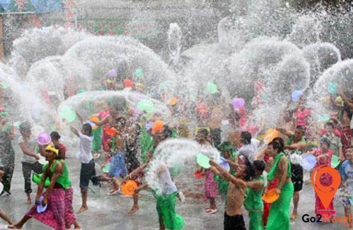 Thời gian tổ chức lễ hội té nước trùng với 3 ngày Tết cổ truyền Campuchia