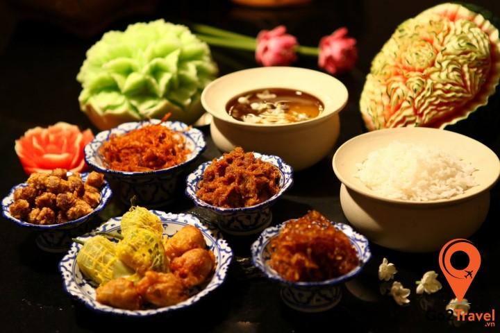 Khao-Chae thanh nhã, nhẹ nhàngchứ không cay và nhiều gia vị như đặc trưng ẩm thực Thái