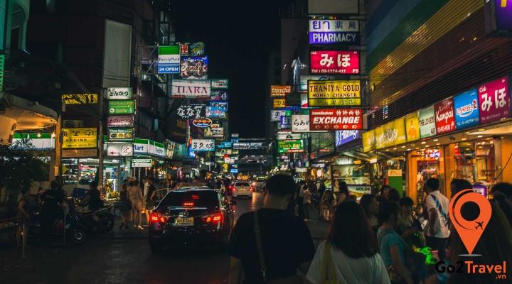 Không khí nhộn nhịp ở chợ đêm Silom