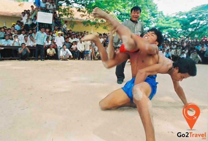 Baok Chambab là môn đấu vật truyền thống của người Khmer