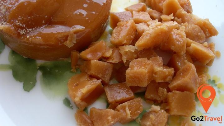 Khi chế biến, đường thốt nốt cho màu vàng sóng sánh như được sốt từ mật ong