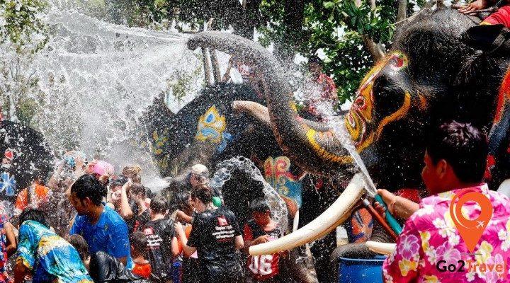 Lễ hội té nước Songkran có gì thú vị?