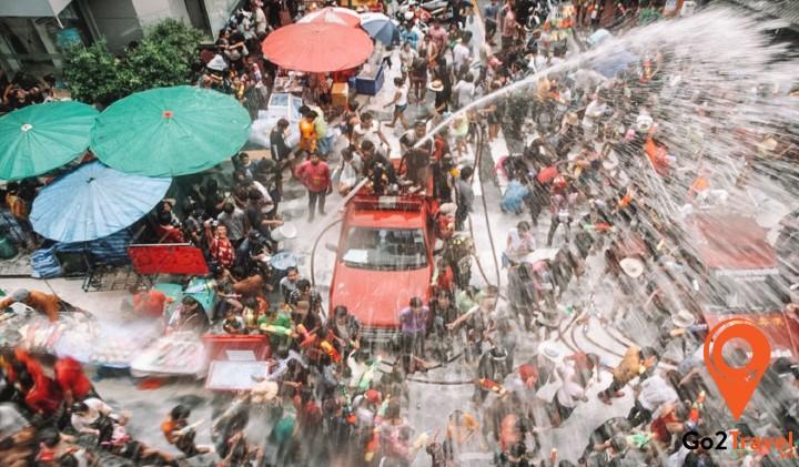 Không khí vui nhộn của lễ té nước Songkran