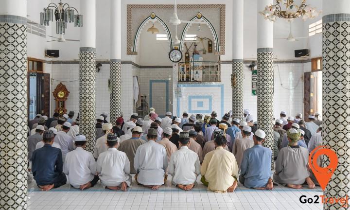 Hồi giáo là tôn giáo của đa số người Chăm và người Malay ở Campuchia