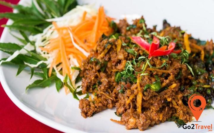 Khua kling Moo được làm từ nhiều loại thịt khác nhau tuỳ sở thích