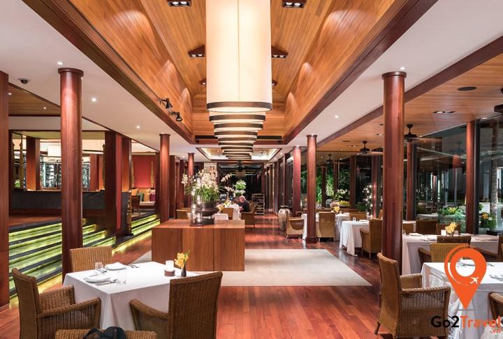 Nhà hàng Silk gây ấn tượng với lối kiến trúc độc đáo và sang trọng