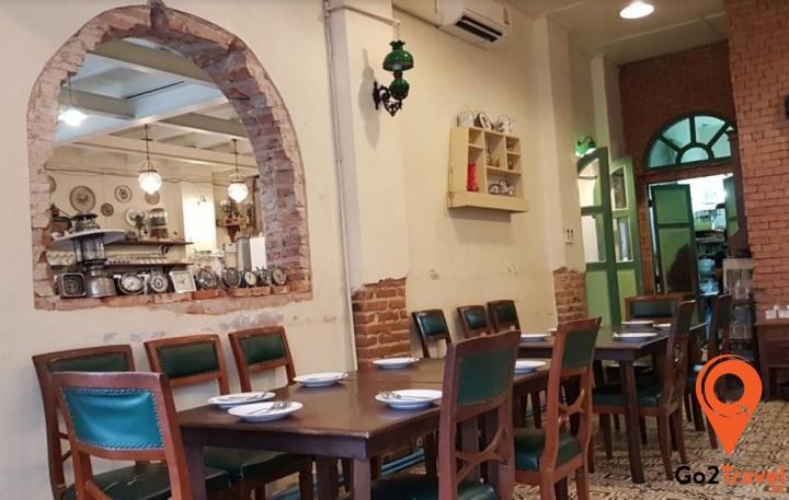 Không gian bên trong nhà hàng