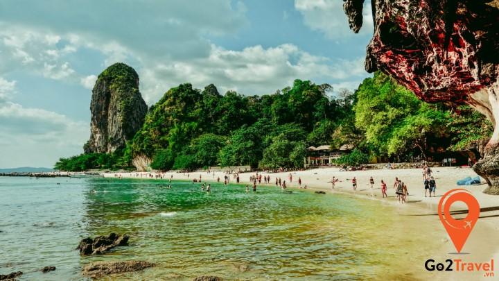Bãi biển Phra Nang hoàn toàn chưa bị tác động của con người nên vẫn giữ vẹn nguyên dáng vẻ hoang sơ