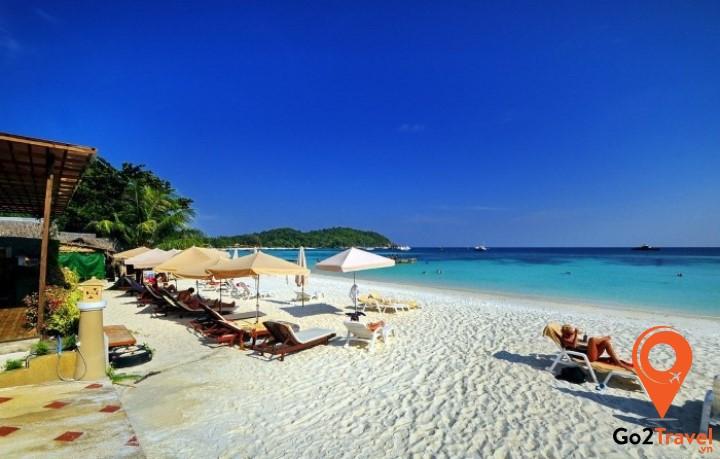 Bãi biển Pattaya có chiều dài 4km cùng đường cong hình lưỡi liềm mỹ miều
