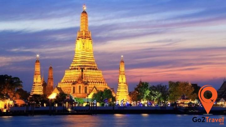 Wat Arun bên sông Chao Phraya