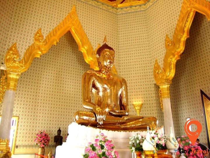 ượng Phật vàng ở Wat Traimit