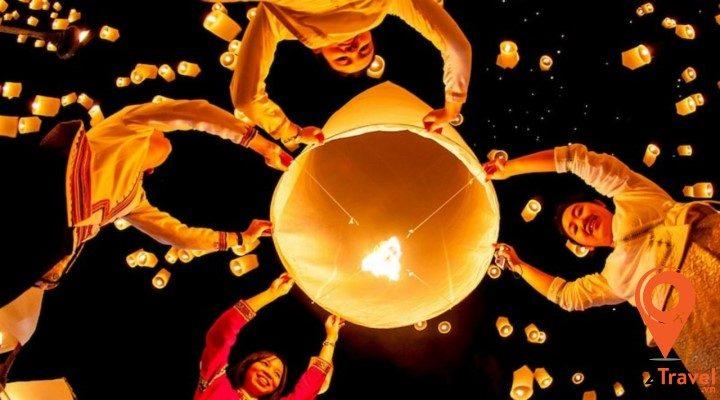 Khám phá lễ hội thả đèn trời ở Chiang Mai