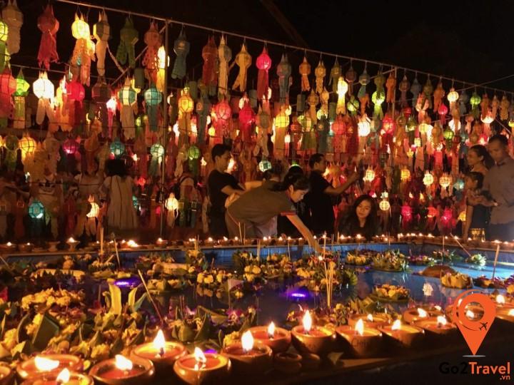 Lễ hội thường diễn ra vào rằm tháng 12 theo lịch âm của Thái Lan