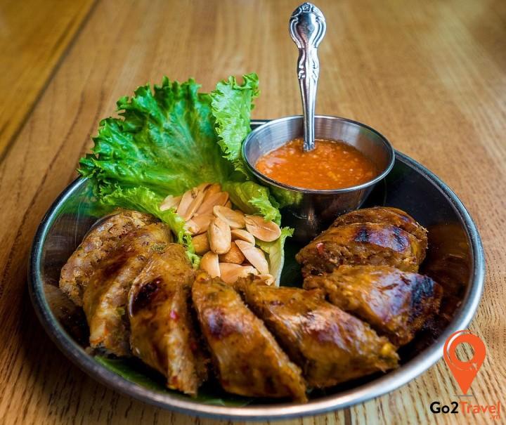 Sai Oua là một trong những nét ẩm thực đường phố độc đáo của Chiang Mai