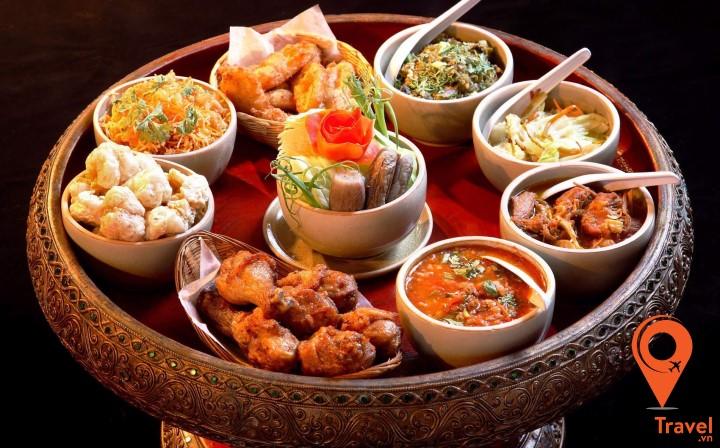 Trải nghiệm văn hóa kết hợp trải nghiệm ẩm thực với bữa ăn Khantoke
