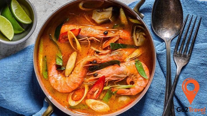 Món ăn có vị chua chua, cay cay nồng mùi sả và dừa nên cực hấp dẫn