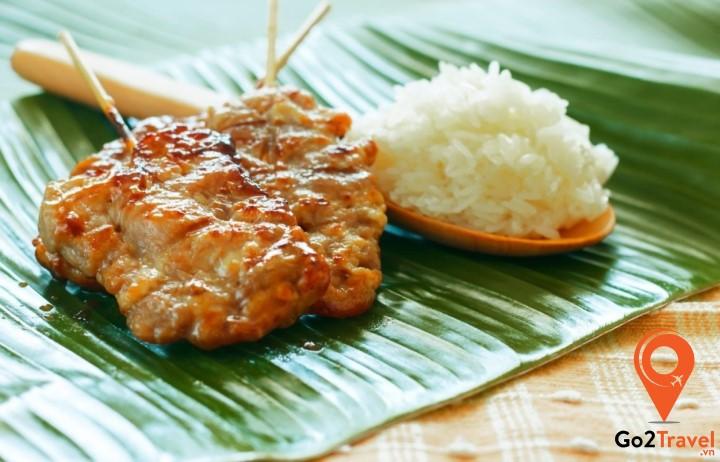 Món thịt nướng ăn cùng cơm nếp