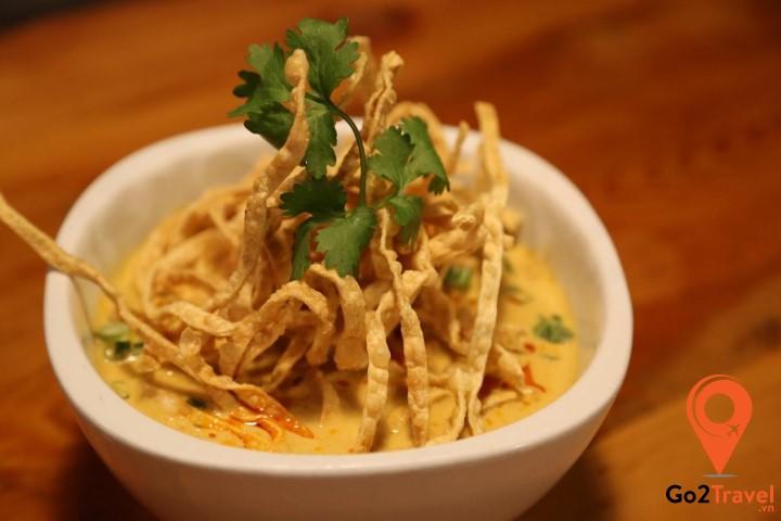 Khao Soi là món mì cà ri gà hoặc heo rất phổ biến ở miền Bắc Thái Lan