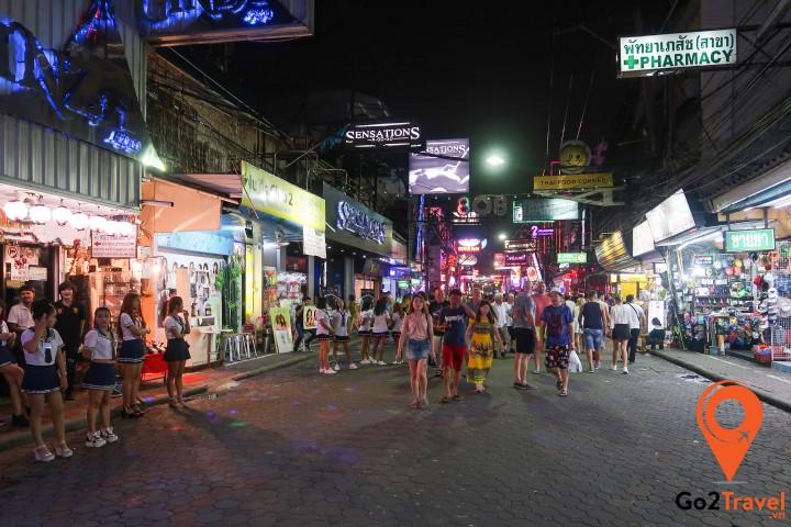 """Walking Street – Thiên đường """"trụy lạc"""" của Pattaya"""