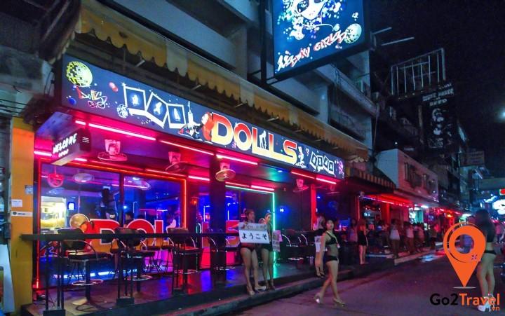 """Hệ thống quán bar sôi động nhất """"thành phố ma quỷ"""""""