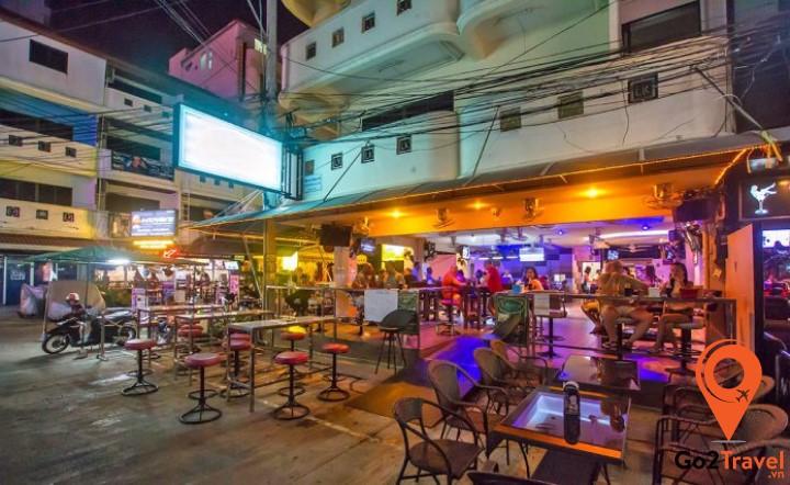 Một trong những go – go bar nổi tiếng Soi LK Metro