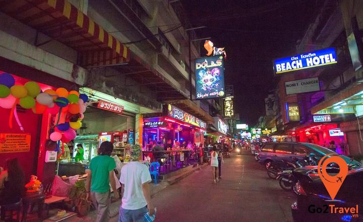 Vẻ ngoài đông đúc, nhộn nhịp của Pattayaland