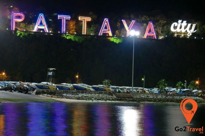 Bãi biển Pattaya về đêm