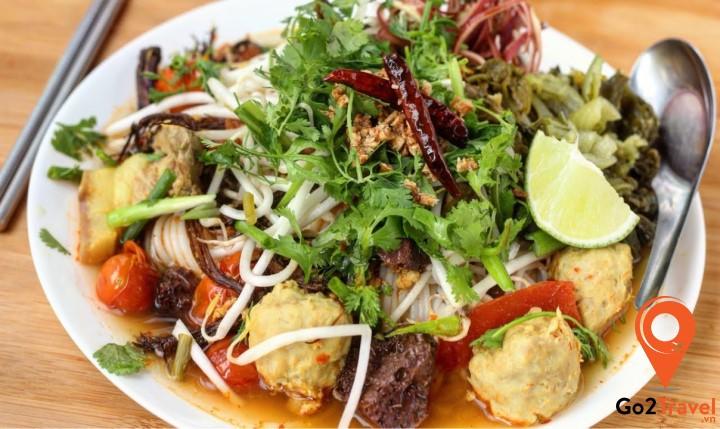 Khanom Jeen ăn kèm với rau sống