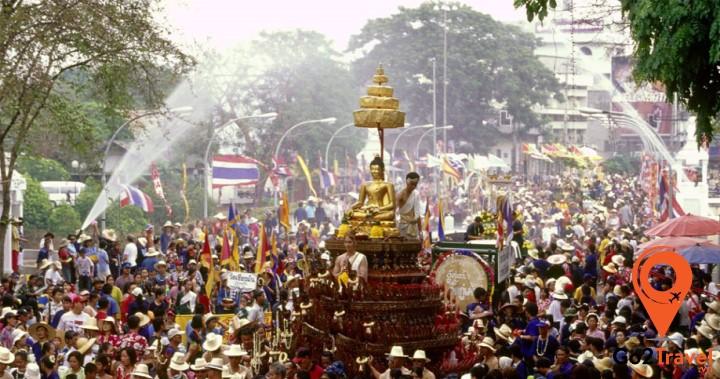 Đặc biệt ở Phuket có lễ rước tượng Phật
