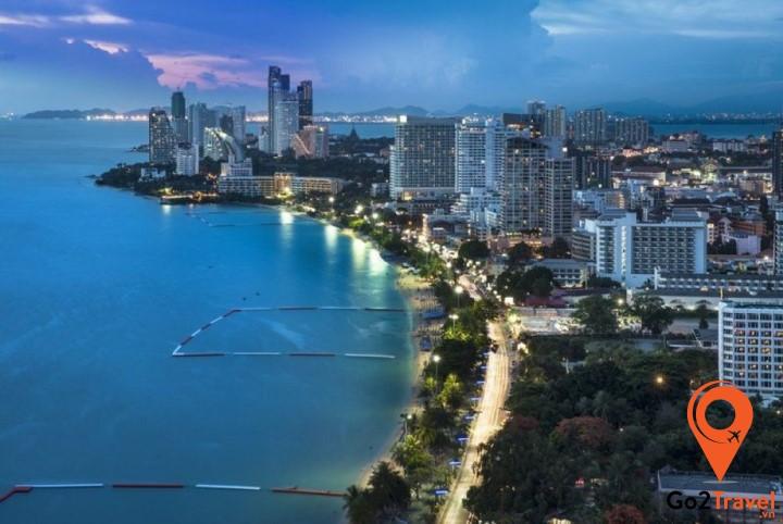 Pattaya cách thủ đô Bangkokkhoảng 165km về phía Đông Nam