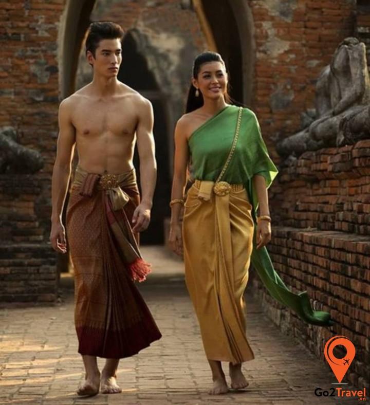 Điểm nổi bật trong trang phục truyền thống cho nam là phá khảo